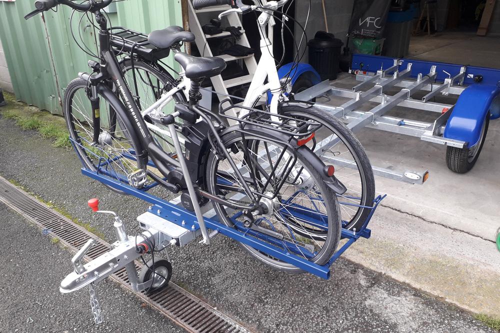 Support fixe de vélo à fixer sur remorque ou autre véhicule pour le transport de vélo